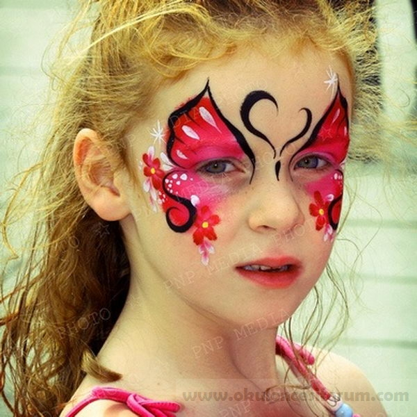 Faceart butterfly on girls faces