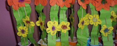 çiçekler (yoğurt kutusundan)