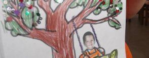 Bahar ağacında sallanan çocuklar (Kalıplı)