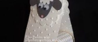 Birbirinden sevimli ve farklı kuzular, koyunlar ve kartlar