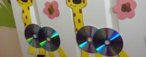 CD'lerden yapılmış sevimli zürafa