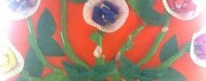 çiçek demetleri ve saksıdaki çiçekler