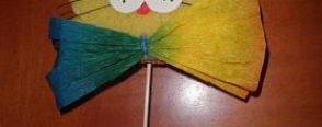 Okul öncesinde sanat etkinlikleri ile süngerden sevimli kedi faaliyeti