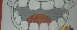 Küçük kızın dişleri bembeyaz oldu..! :)