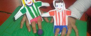Parmak kuklalarımız ile futbol oynuyoruz :)