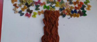 Artık materyallerle ilkbahar ağacı sanat etkinliği