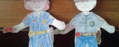 Polis  Kağıt bebeklerimiz :)