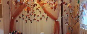 Sevgi partisi dekoru ve sevgi yastıkları